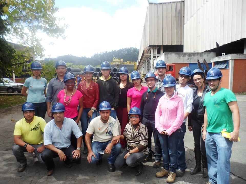 Alunos do curso de Engenharia Metalúrgica acompanham processo de produção na empresa ArcelorMittal