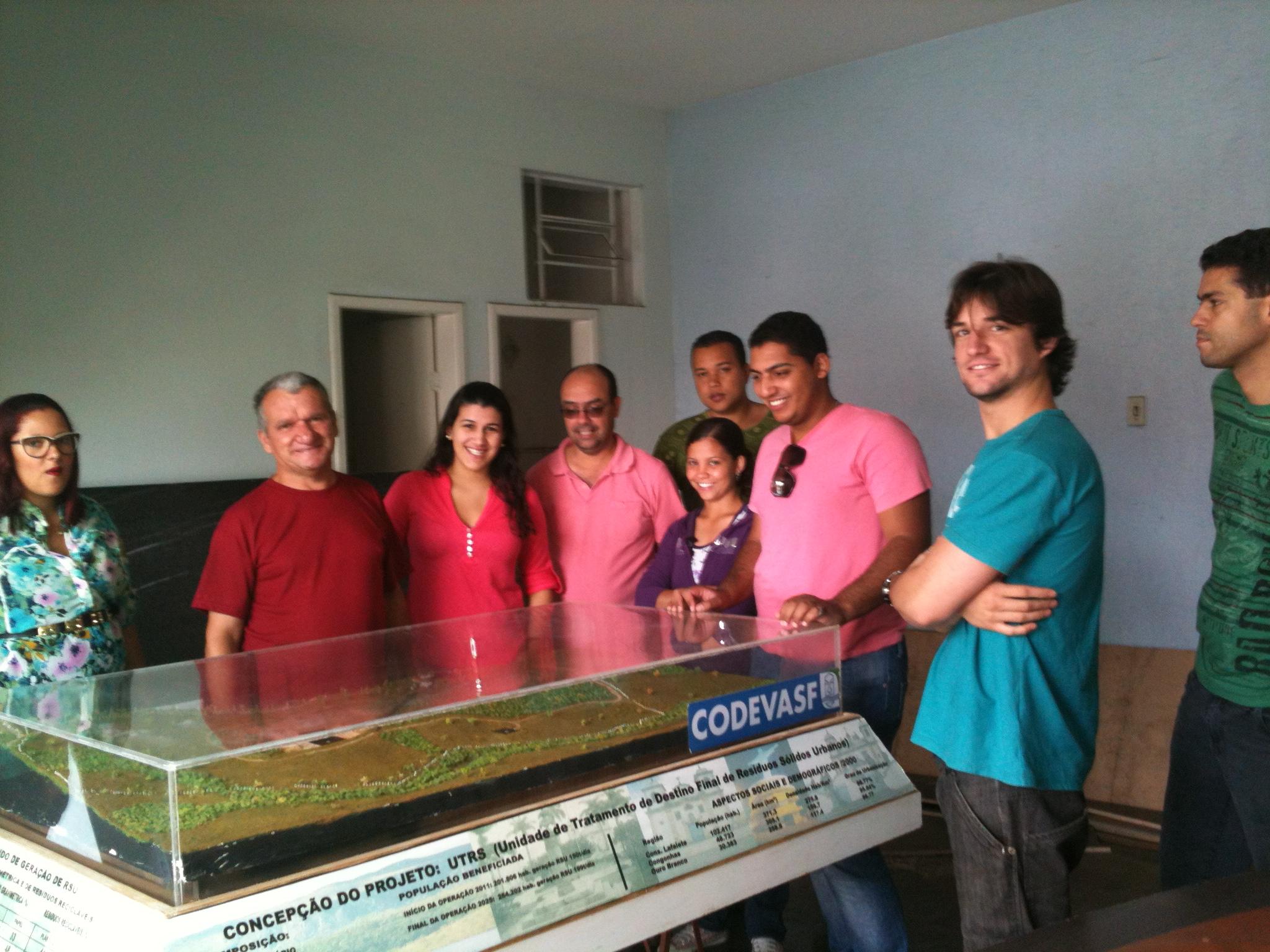 Alunos do curso de Engenharia Ambiental visitam Aterro Sanitário Ecotres